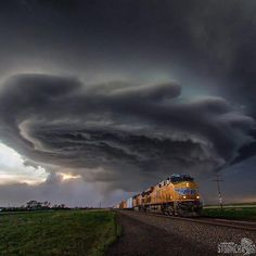 oh take me on out of this town.like fast! Still a fan favorite as Union Pacific 7698 barrels eastbound near Sidney, NE… - - - Storm Pictures, Train Pictures, Cool Pictures, Cool Photos, Weather Cloud, Wild Weather, Storm Clouds, Sky And Clouds, Union Pacific Train