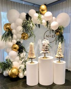 For the love of white! We loved styling this elegant white balloon garland. With touches of gold made this garland just heavenly! A huge… - - For the love of white! We loved styling this elegant white balloon garland. With touches of gold mad White Party Decorations, Wedding Reception Decorations, Balloon Decorations, Birthday Party Decorations, Baby Shower Decorations, Birthday Parties, 21st Birthday, Elegant Birthday Party, Christmas Decorations
