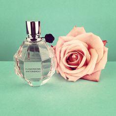 DUFT DER WOCHE: #Flowerbomb von Viktor & Rolf. Spontan, feminin und verspielt. Wie findet Ihr den Duft? --> http://pointrou.ge/14q8unK
