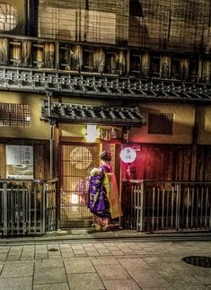 Geisha entering teahouse in Gion Kyoto