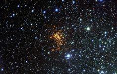 De grootste ster die we tot op heden ontdekt hebben, ligt op sterven. Dat hebben astronomen ontdekt. De ster W26 – met een straal die maar liefst 1500 keer groter is dan die van de zon – heeft al afscheid genomen van zijn buitenste lagen en zou dan ook op het punt staan om te exploderen.