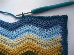 Ripple Blanket Know-How ~ The most comprehensive, easily-understood tutorial for making a ripple blanket from start to finish. *Very* detailed written instructions in simple conversational style, with tons of step-by-step photos (perfect for a beginner). Crochet Afghans, Crochet Ripple Blanket, Crochet Motifs, Crochet Borders, Crochet Blanket Patterns, Crochet Stitches, Knitting Patterns, Crocheted Blankets, Plaid Au Crochet