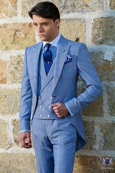 Chaqué italiano a medida azul royal con solapa de pico y un botón madre perla en tejido mixto lana Príncipe de Gales. Traje de novio 1757 Colección Gentleman Ottavio Nuccio Gala.
