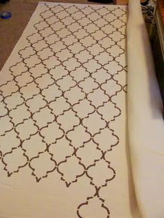 cute pattern + DIY tutorial for painted rug Fabric Rug, Fabric Painting, Diy Painting, Painted Rug, Hand Painted, Stencil Rug, Ikea Rug, Quatrefoil, Diy On A Budget