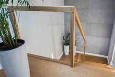 Schody dywanowe, balustrada szklana. Realizacja w Rybniku – Sob-Drew Schody drewniane Home Stairs Design, House Front Design, Modern Stairs, House Stairs, Stair Railing, Entry Doors, Stairways, Sweet Home, Interior Design