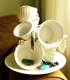 teacup-jewelry-display