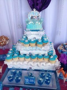 Gâteau d'anniversaire La Reine des Neiges composé de cupcakes