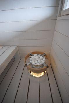 Valkoiset Taikapanelit seinissä ja lauteena leveä 160mm valkoiseksi käsitelty tervaleppä. Kiukaan upotuskauluksessa kuituvalot. Bathtub, Standing Bath, Bath Tub, Bathtubs, Bath, Bathroom