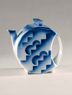 Spritzdekor art deco teapot, round canteen shape with blue and white geometric decoration, 1931, ceramic, Germany