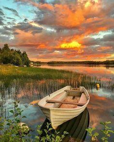 Boat in sunset Beautiful Sunset, Beautiful World, Beautiful Places, Beautiful Pictures, Wonderful Places, Pictures To Paint, Nature Pictures, Nature Images, Landscape Photography