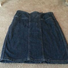 Jean skirt Cute fitted jean skirt. So cute. Size 28/6 Kensie Skirts Pencil