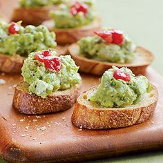 Avocado Crostini: With a bright red topping, these nibbles make a creamy, crunchy starter for a special Valentine's Day dinner. Think of it as guacamole and chips done Panera Bread style. Yummy Appetizers, Appetizer Recipes, Great Recipes, Favorite Recipes, Yummy Food, Tasty, Avocado Recipes, Avocado Food, Snacks