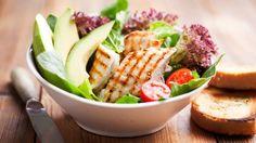 Nutzen Sie ein Abendessen ohne Kohlenhydrate dazu, den Tag ausklingen zu lassen und sich eine gesunde, leichte Low Carb-Mahlzeit zu gönnen.