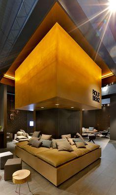 Entwicklung eines weltweiten Flagshipstore-Konzeptes für Rolf Benz und Präsentation auf der Mailänder Möbelmesse. Büro: Labsdesign, Hamburg