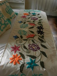 Boho Style Furniture And Home Decor Ideas – Vintage Decor Embroidery Needles, Crewel Embroidery, Cross Stitch Embroidery, Embroidery Patterns, Mexican Embroidery, Bed Runner, Lesage, Needlepoint, Needlework