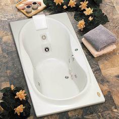 Que tal aproveitar o dia com um banho relaxante? A banheira de hidromassagem garante ainda mais bem estar e pode também aliviar dores musculares e varizes.