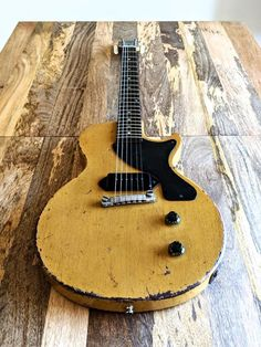 Become The Best Guitar Player Out There! Gibson Lp, Gibson Les Paul Jr, Gibson Guitars, Gibson Electric Guitar, Vintage Electric Guitars, Vintage Guitars, All Music Instruments, Guitar Inlay, Guitar Design