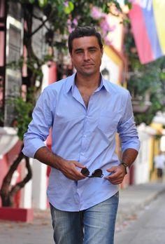 """""""Olha, que 'homem mais lindo', mais cheio de graça..."""" Ricardo Pereira, Vicente de Aquele Beijo"""