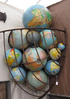 world globe collection, nice display! World Globe Map, Map Globe, World Globes, Love Vintage, Vintage Globe, Vintage Maps, Globe Decor, Globe Art, Globes Terrestres