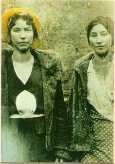 Lexie Deal, Mae Deal - Cherokee - circa 1920 ~Repinned Via Maryann Milstein https://lh5.googleusercontent.com/-Ebsh30vrIpg/T1-W1Hk7DGI/AAAAAAAAM-s/34wu1DkThHY/s581/Hinh139.jpg