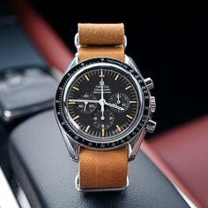 Cool Watches, Watches For Men, Wrist Watches, Camera Watch, Omega Speedmaster, Beautiful Watches, Vintage Watches, Vintage Leather, Fashion Watches