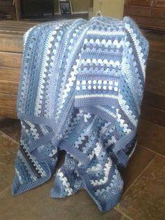 Blauwe NOW-deken ● van Neeltje Oenema-Wijngaarden.   (Patroon staat bij facebookgroep  》 CAL & dekens, maar dan anders!
