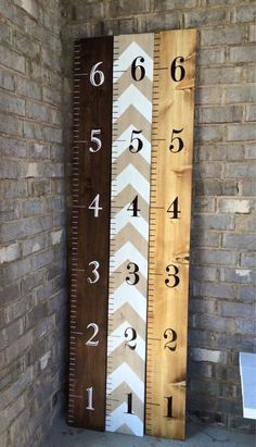 Hand-painted wooden growth chart ruler to hang on the wall. The ruler measures and is made of pine wood. Made to order and processing time Wooden Crafts, Diy Crafts, Pallet Crafts, Wood Projects, Woodworking Projects, Crafty Projects, Growth Chart Ruler, Growth Charts, Kids Wood