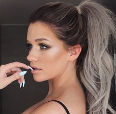 Grey ombre hair ideas to rock this year. Grey ombre hair is one of the most influential recent color trends. Stylists state unanimously that it is an awesome way to sport silvery shades. 5 Minute Hairstyles, Scene Hairstyles, Hairstyles 2016, Ombre Hair Color, Silver Ombre Hair, Dye My Hair, Grunge Hair, Hair Dos, Gorgeous Hair
