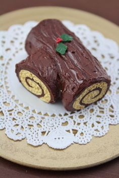 Christmas Yule Log Cake.  This is a miniature but I like the idea of the way it is shaped for real ones.  ...MKL...