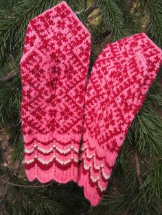 Finely Knitted Estonian Mittens in Pink and Red  FREE SHIPPING