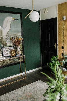 Binnenkijken in mijn werkplek met het Arte Monsoon gouden behang - Green Rooms, Bedroom Green, Love Birds Nest, Vintage Green, Old Houses, Oversized Mirror, Family Room, Sweet Home, New Homes