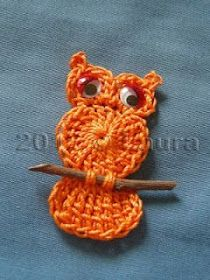 Owl applique ☺ Free Crochet Pattern ☺ Those appliques I keep tripping over are… Laura fa: Gufetto all'uncinetto, com instruções. Laura fa: Gufetto all'uncinetto (This would be cute for a magnet) I need to learn how to crochet. Crochet An Easy Lace Crochet Owls, Love Crochet, Crochet Crafts, Yarn Crafts, Crochet Flowers, Knit Crochet, Crochet Owl Applique, Crochet Butterfly, Double Crochet
