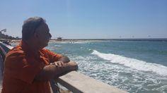 هذا البحر لي هذا الهواء الرٌطْب لي واسمي وإن أخطأت لفظ اسمي علي التابوت  لي . محمود درويش من شاطئ المتوسط الفلسطيني