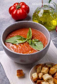 Receta de Gazpacho andaluz - Karlos Arguiñano - Cocina Abierta Gazpacho Soup, Drink Recipe Book, Soup Recipes, Healthy Recipes, Tasty, Yummy Food, Spanish Food, Ceviche, No Cook Meals