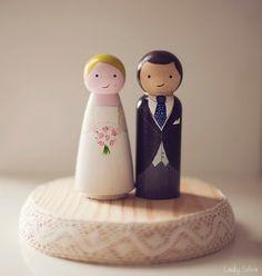 Muñequitos personalizados para Tarta de Boda. Handmade cute cake toppers. http://artesanio.com/adictaaloscomplementos/munecos-de-madera-para-tarta-nupcial+70801   $60