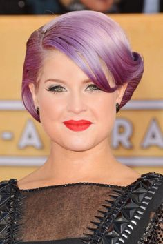 Purple or not, the retro chignon spotted on Kelly Osbourne looks sophisticated (SAG Awards 2013)