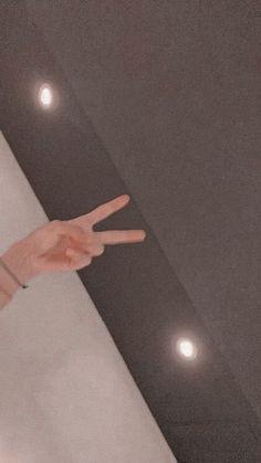 V Taehyung, Bts Jungkook, V Bts Wallpaper, Hipster Wallpaper, Bts Pictures, Photos, Bts Aesthetic Pictures, Album Bts, Bts Lockscreen