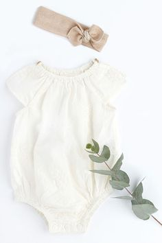 Bring Baby home in Style with our Organic Stretch Cotton Baby Headbands - Elastic Free & guaranteed to be the comfiest headband your baby will ever wear. Buy as a single or as a set with Worldwide Shipping available. Preemie to Toddler. Baby Outfits, Outfits Niños, Kids Outfits, Baby Dresses, Toddler Outfits, Baby Girl Names, Baby Girl Gifts, Baby Girl Headbands, Baby Bows
