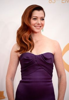A side-sweep of vivacious red locks was the centerpiece of Alyson Hannigan's red carpet beauty look.