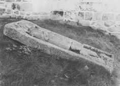 dalle funéraire, Bretagne ; Côtes-d'Armor ; Plénée-Jugon