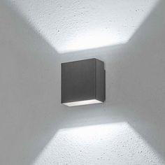 08182: Diese LED-Wandleuchte mit modernem Design spendet ein sehr elegantes Licht. Die zwei Lichtkegel, die nach oben und nach unten mit symmetrischen Lichtwink