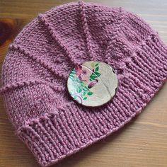 Poppy hat pattern by Justine Turner. Ravelry Gallery. http://www.ravelry.com/patterns/library/poppy-11