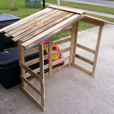 Custom made to fit your nativity scene. The sides and roof are hinged so it folds flat for easy storage. Nativity House, Nativity Creche, Nativity Stable, Nativity Crafts, Nativity Scenes, Nativity Church, Christmas Manger, Christmas Yard Art, Pallet Christmas