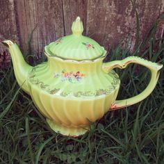 Beautiful green teapot by Inkie mama, via Flickr