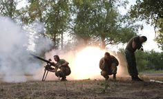 Members of the Ukrainian armed forces fire a grenade launcher, following what servicemen said was a shooting attack from the positions of fighters of the separatist self-proclaimed Donetsk People's Republic, in Avdiivka in Donetsk region, Ukraine, June 18, 2015. REUTERS/Maksim Levin
