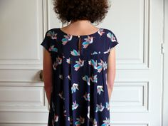 Aime comme Martine par Bee made - thread&needles Creation Couture, Diy Clothes, Floral Tops, Bee, Dressing, Casual, Inspiration, Outfits, Women