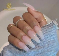 False nails have the advantage of offering a manicure worthy of the most advanced backstage and to hold longer than a simple nail polish. The problem is how to remove them without damaging your nails. Hair And Nails, My Nails, Sunflower Nails, Nagellack Design, Fire Nails, Best Acrylic Nails, Coffin Acrylic Nails Long, Ballerina Acrylic Nails, Ballerina Nails Shape