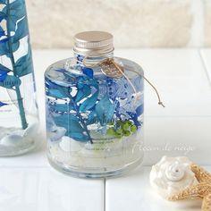 <コチラは右側の瓶のページです、スリム瓶は別ページでご購入頂けます>ハーバリウムは植物標本ですが、遊び心をプラスして夏らしく貝殻と石を一緒にアレンジしました。スリムボトルと組み合わせたり、色集めしたり1本ずつ揃える楽しみもございます。そして透明感のあるオ... Interior Paint Colors, Paint Colors For Home, Flowers In Jars, Flower Vases, Gel Candles, 5 Elements, Graphic Design Projects, Interior Design Living Room, Flower Designs