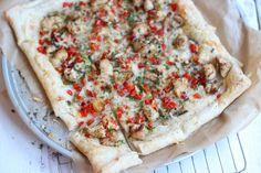Dit recept voor pittige plaattaart met kip is echt verrukkelijk en zo makkelijk te maken! Wij...