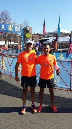 """José """"Maestro"""" Chi y Manuel Berríos listos con el trote de activación previo al Maratón de Boston de este lunes"""